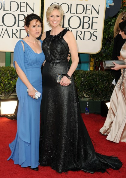 Jane Lynch con sua moglie Lara Embry sul red carpet dei Golden Globes 2011