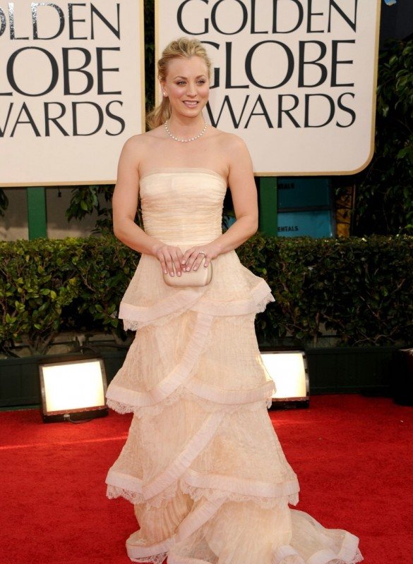 Kaley Cuoco sul red carpet dei Golden Globes 2011