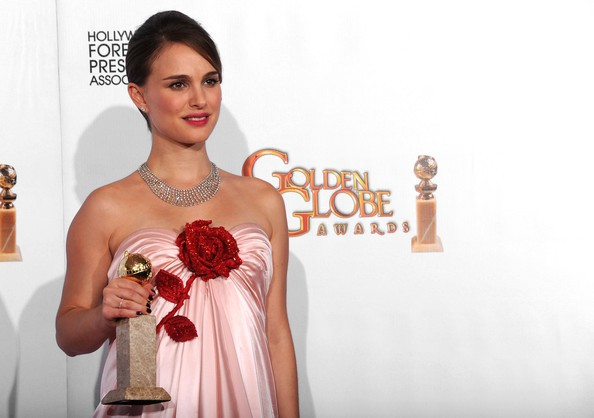 Natalie Portman, migliore attrice drammatica per il film Black Swan ai Golden Globes 2011