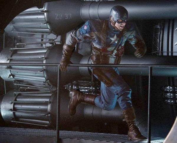 Una foto di Chris Evan in azione in Captain America: il primo vendicatore