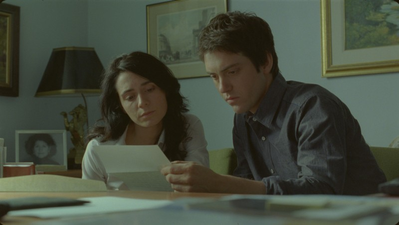 Mélissa Désormeaux-Poulin e Maxim Gaudette in una scena del film La donna che canta