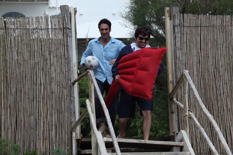 Raoul Bova e Ricky Memphis in una scena del film Immaturi