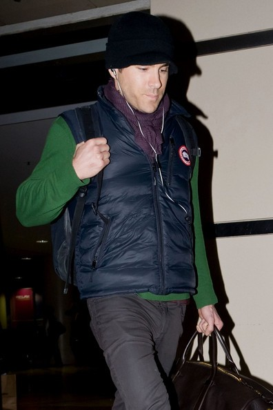 Ryan Reynolds arriva in aeroporto