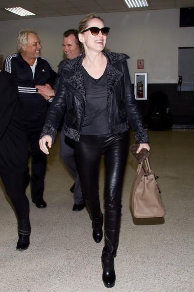 Sharon Stone arriva all'aeroporto di Los Angeles