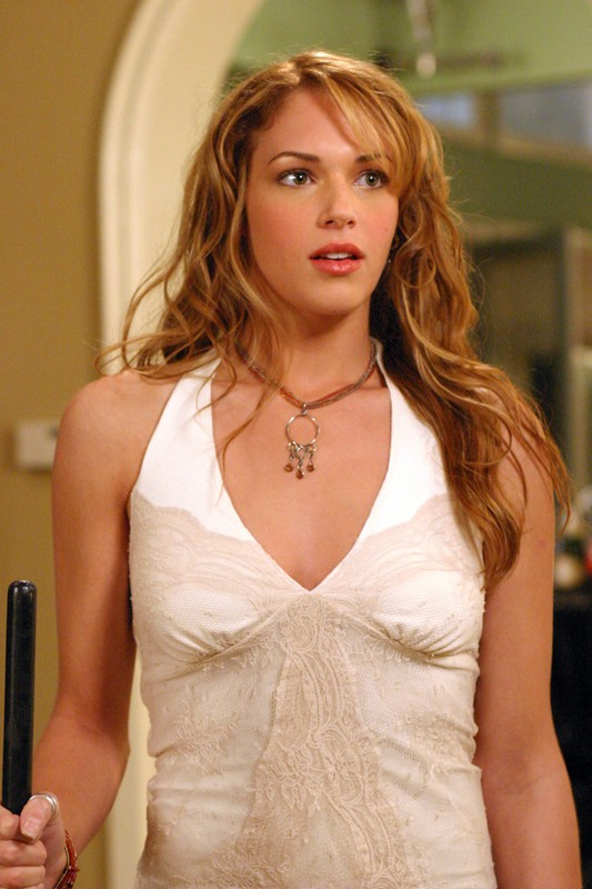 Hailey Nichol (Amanda Righetti) in un momento dell'episodio Conto alla rovescia di The O.C.