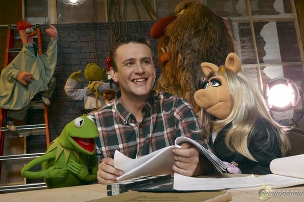 Jason Segel e i suoi amici pupazzi in The Muppets