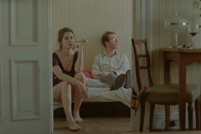 Una scena del film Un mundo misterioso di Rodrigo Moreno