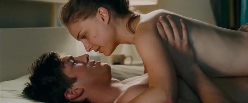 Ashton Kutcher e Natalie Portman, protagonisti della commedia No Strings Attached