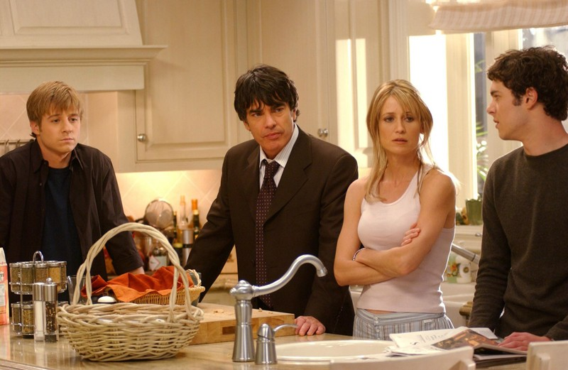 Benjamin McKenzie, Peter Gallagher, Kelly Rowan e Adam Brody ne Il terzo incomodo di The O.C.