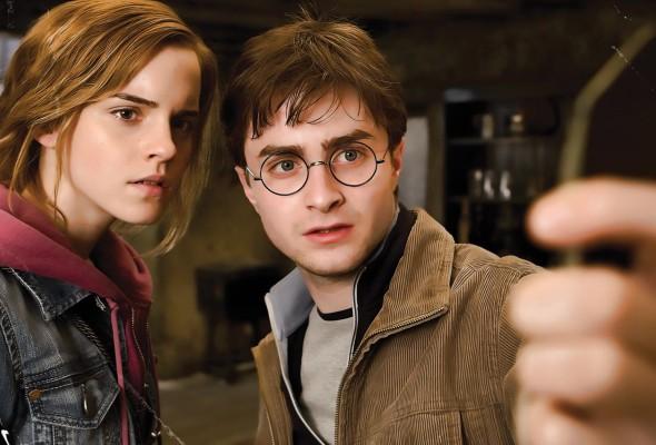 Emma Watson e Daniel Radcliffe in Harry Potter e i doni della morte - parte 2