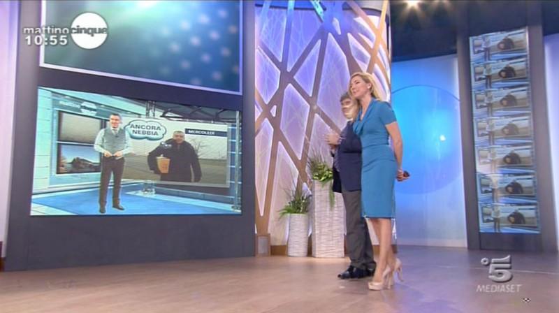 Federica Panicucci in onda su Canale 5 con un abito di Giò Guerreri.