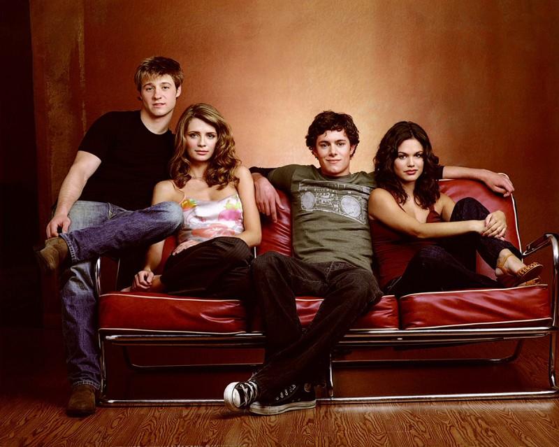I 4 protagonisti in posa per una foto promo per The O.C.