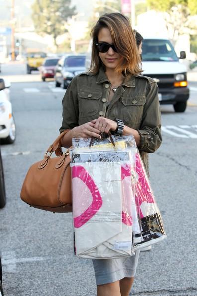 Jessica Alba fa spese alla baby boutique Bel Bambini