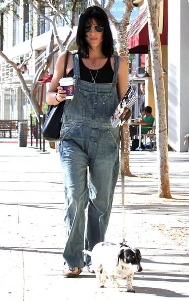 L'attrice Selma Blair porta il suo cane al Pet TLC Medical Center in West Hollywood