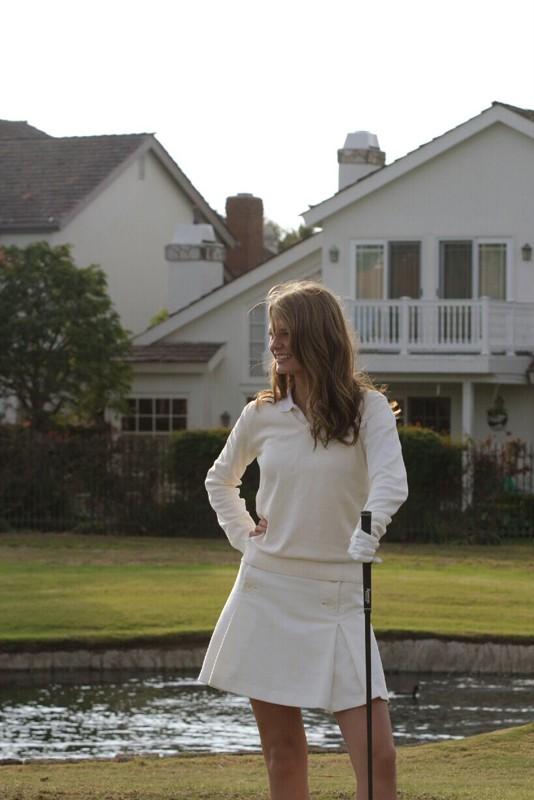 Marissa (Mischa Barton) al Golf Club nell'episodio Sul campo da golf di The O.C.