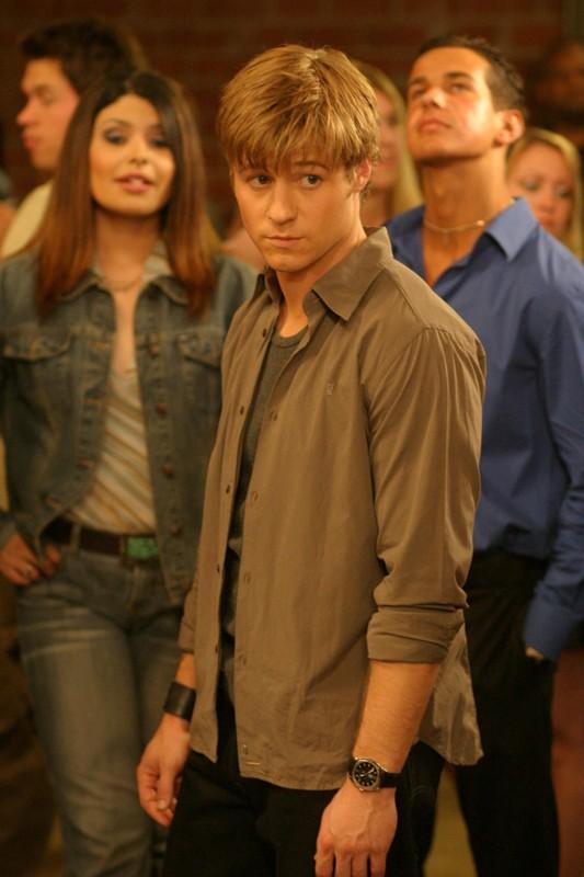 Ryan (Benjamin McKenzie) in una sequenza dell'episodio Il terzo incomodo di The O.C.