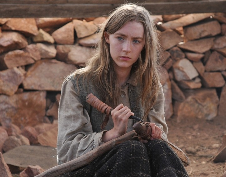 Saoirse Ronan in una scena di The Way Back