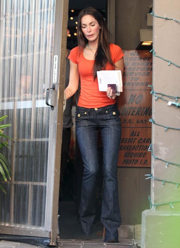Megan Fox esce da un Sushi Bar in Studio City, il 19 Gennaio 2011