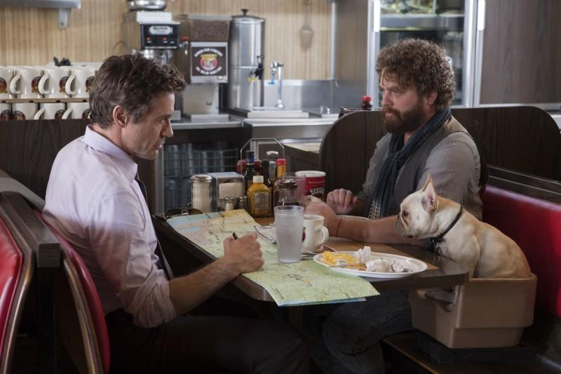 Robert Downey Jr e Zach Galifianakis, nella commedia Parto col folle