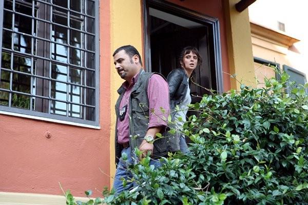 Sergio Friscia nel ruolo del sost. commissario Conte nel serial Caccia al Re - L a Narcotici