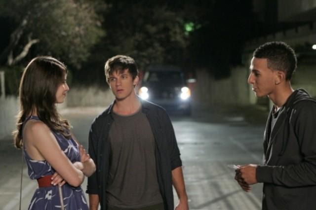 Amelia Rose Blaire, Matt Lanter e Khleo Thomas nell'episodio I See London, I See France... di 90210