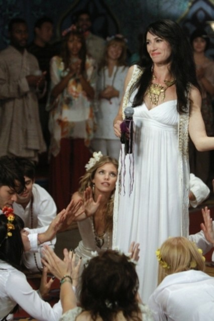 AnnaLynne McCord e Claudia Black in una scena dell'episodio All About a Boy di 90210