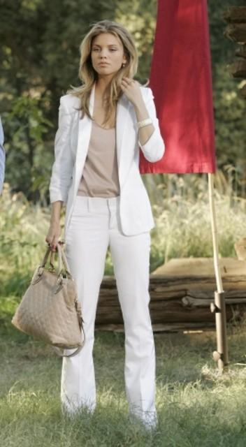 AnnaLynne McCord in una scena dell'episodio It's Getting Hot In Here di 90210