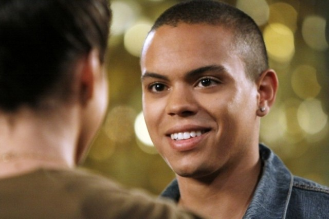 Evan Ross nell'episodio How Much Is That Liam In The Window di 90210