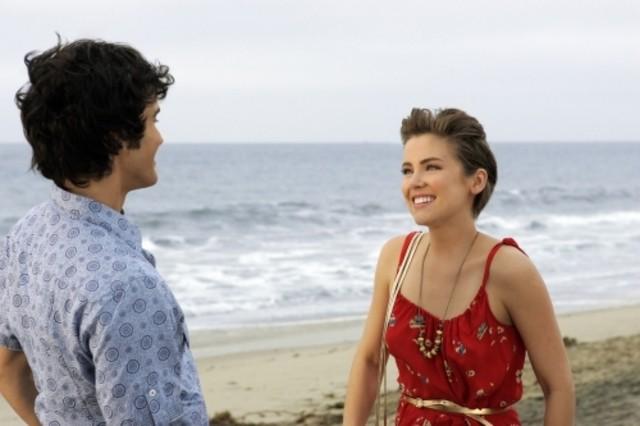 Michael Steger e Jessica Stroup nell'episodio Best Lei'd Plans di 90210