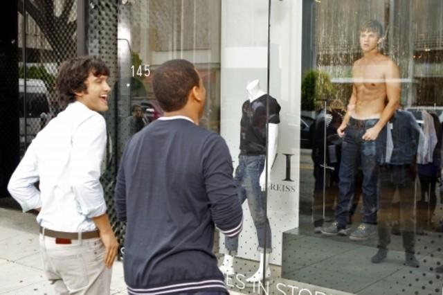 Michael Steger, Tristan Wilds e Matt Lanter nell'episodio How Much Is That Liam In The Window di 90210