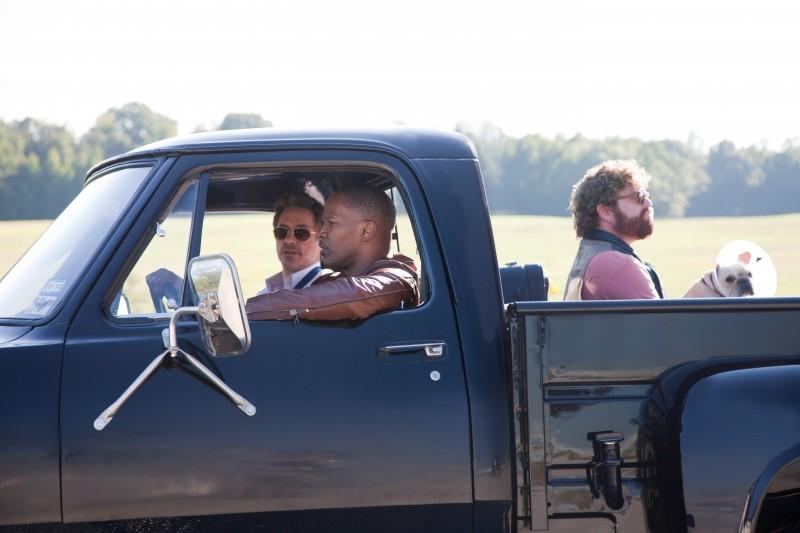 Robert Downey Jr., Jamie Foxx e Zach Galifianakis nella commedia Due Date