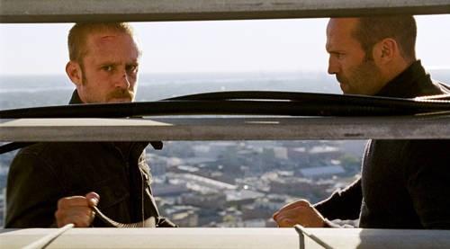 Ben Foster e Jason Statham in una scena di The Mechanic