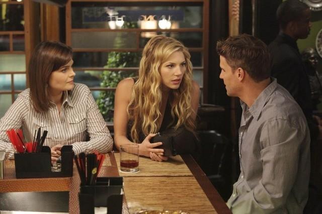David Boreanaz, Emily Deschanel e Katheryn Winnick nell'episodio The Couple in the Cave di Bones