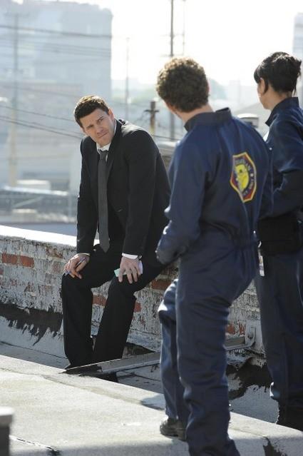 David Boreanaz nell'episodio The Daredevil in the Mold di Bones