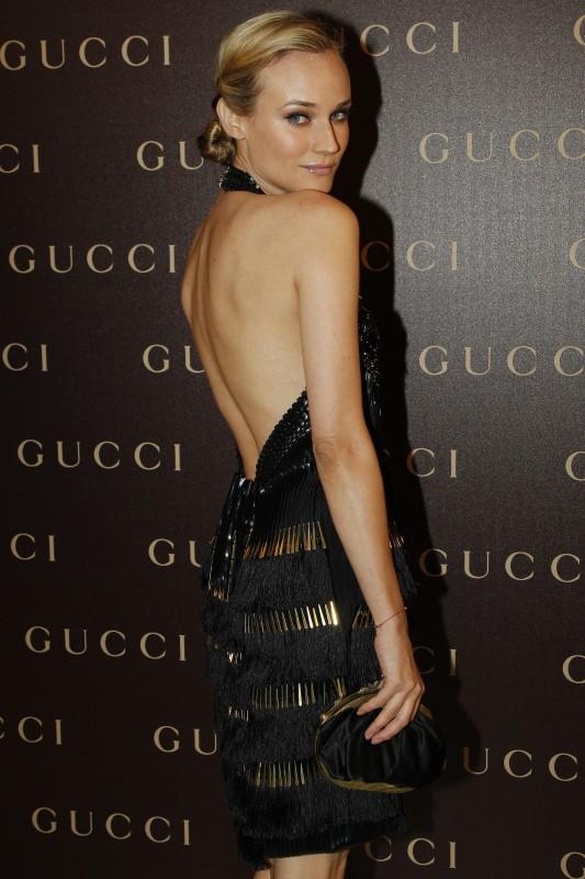 Diane Kruger con un abito nero in organza di seta con ricami in pelle, pvc e frange di metallo dalla collezione GUCCI Primavera/Estate 2011-2012