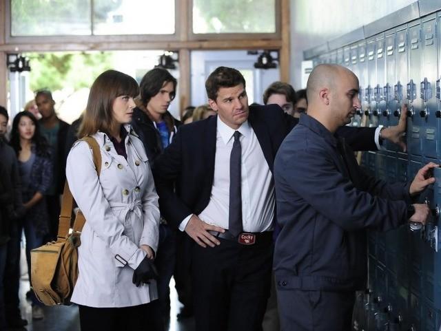 Emily Deschanel e David Boreanaz nell'episodio The Twisted Bones in the Melted Truck di Bones