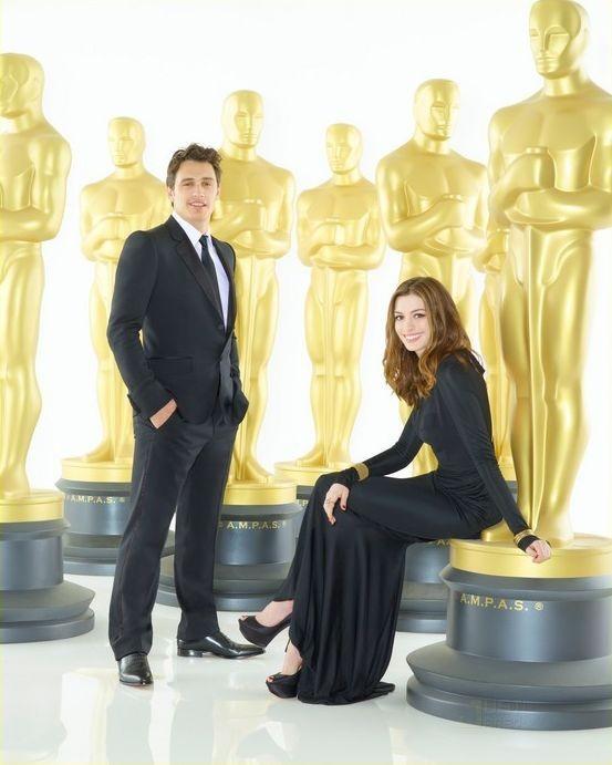I conduttori James Franco e Anne Hathaway in un'immagine officiale per l'edizione numero 83 degli Academy Awards