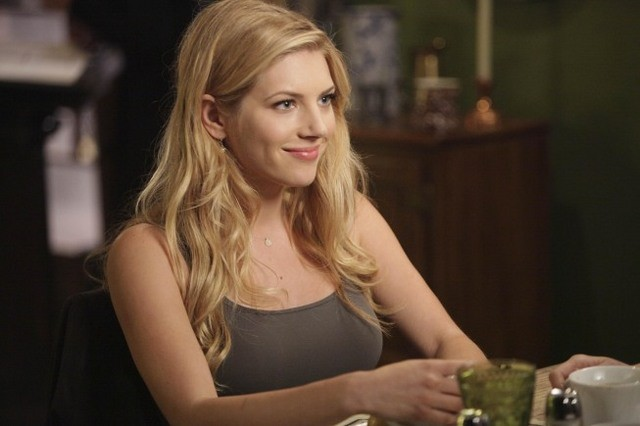 Katheryn Winnick nell'episodio The Couple in the Cave di Bones