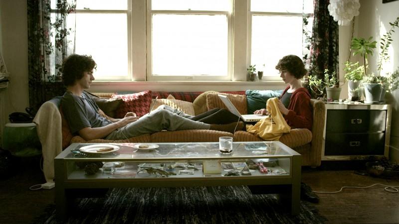 Miranda July accanto ad Hamish Linklater in una scena di The Future