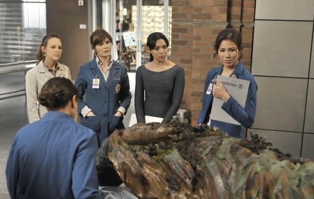 Una scena dell'episodio The Shallow in the Deep di Bones