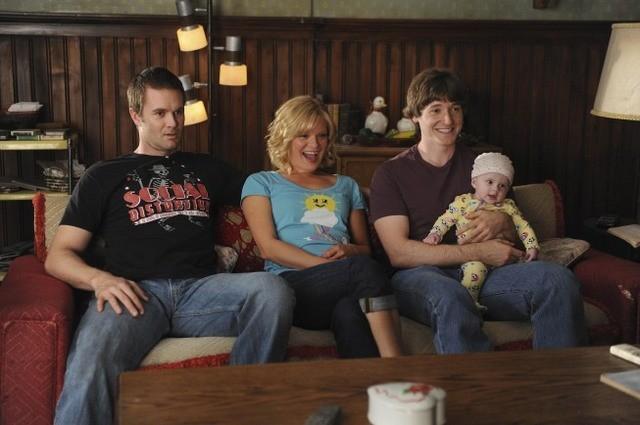 Garret Dillahunt, Martha Plimpton e Lucas Neff nell'episodio Family Secrets di Raising Hope