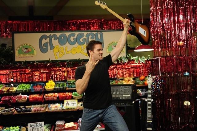 Garret Dillahunt nell'episodio Burt Rocks di Raising Hope