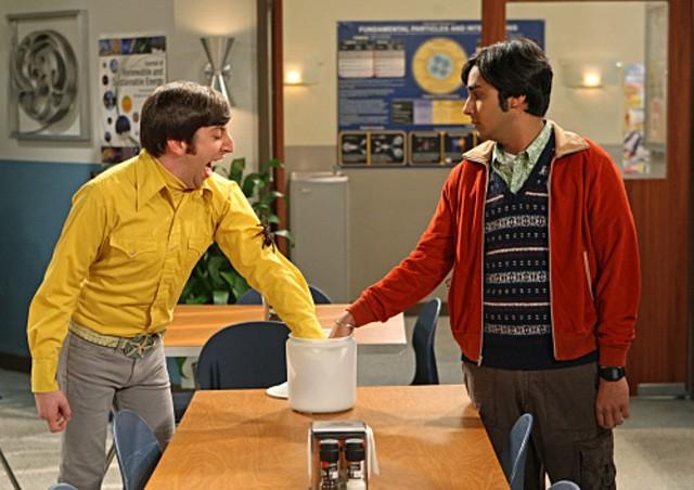 Kunal Nayyar e Simon Helberg nell'episodio The Alien Parasite Hypothesis di The Big Bang Theory