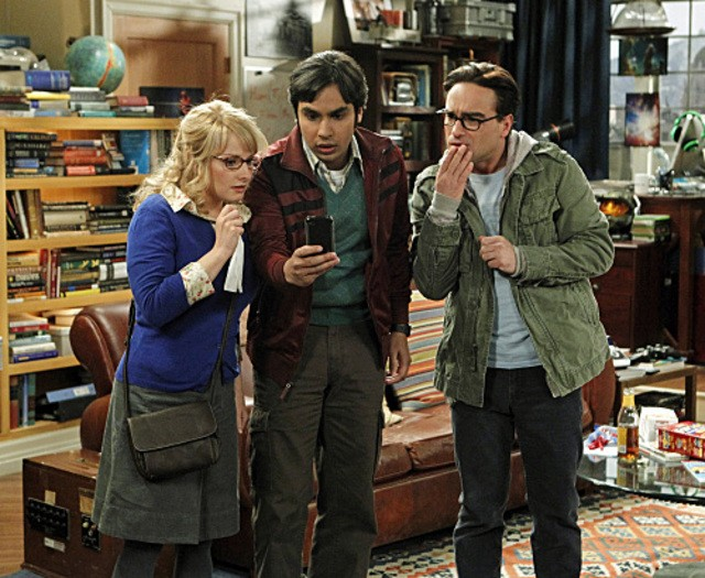 Kunal Nayyar, Melissa Rauch e Johnny Galecki nell'episodio The Thespian Catalyst di The Big Bang Theory