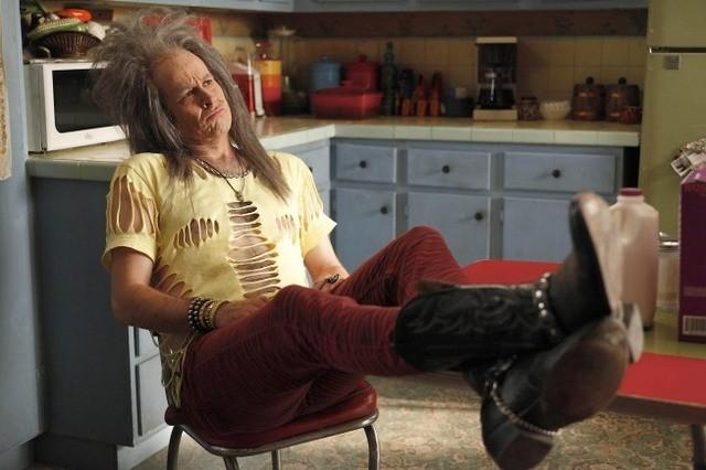 La guest star Jason Lee nell'episodio Burt Rocks di Raising Hope