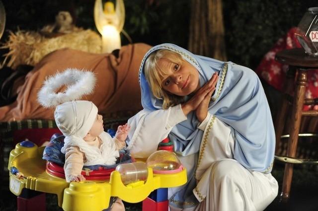 Martha Plimpton in una scena dell'episodio Toy Story di Raising Hope