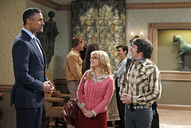 Rick Fox, Melissa Rauch e Simon Helberg nell'episodio The Love Car Displacement di The Big Bang Theory