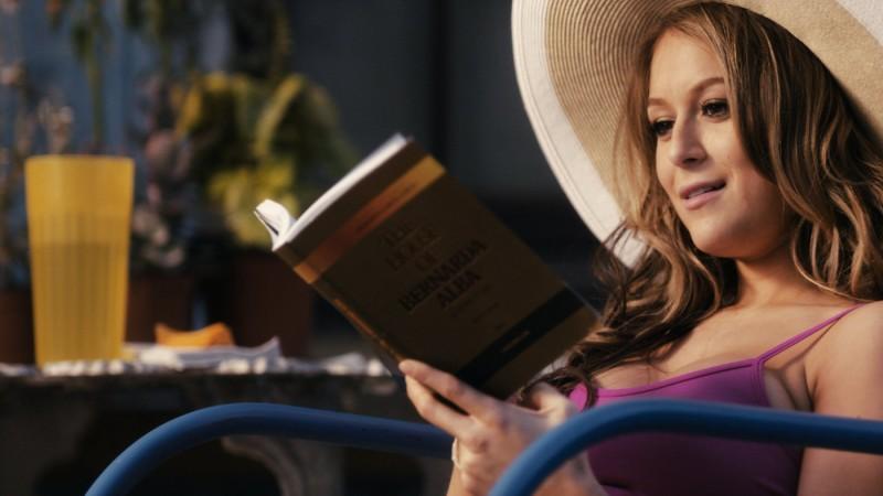 Alexa Vega in una immagine della commedia From Prada to Nada