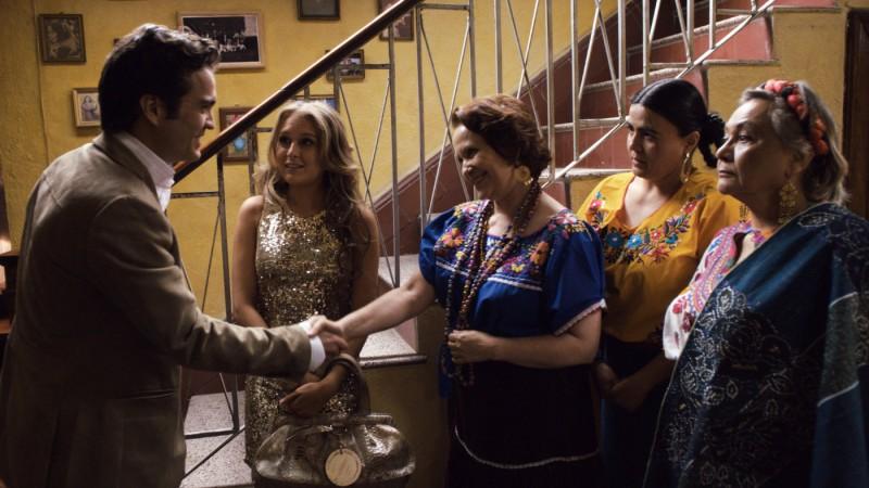 Alexa Vega in una sequenza della commedia From Prada to Nada