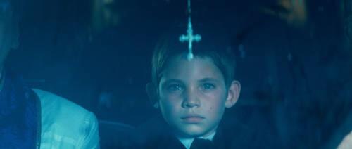 Il piccolo Ben Cheetham nel film The Rite